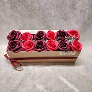 In a Box – Ντουζίνα με Κόκκινα και Μπορντώ Τριαντάφυλλα
