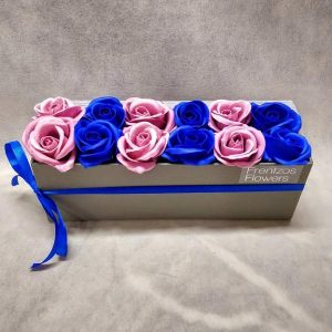 In A Box – Ντουζίνα με Μπλε Ρουά και Σάπιο Μήλο Τριαντάφυλλα